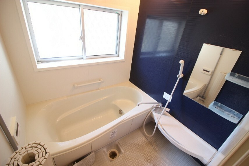 浴室 アクセントウォールを取り入れたおしゃれな浴室です。