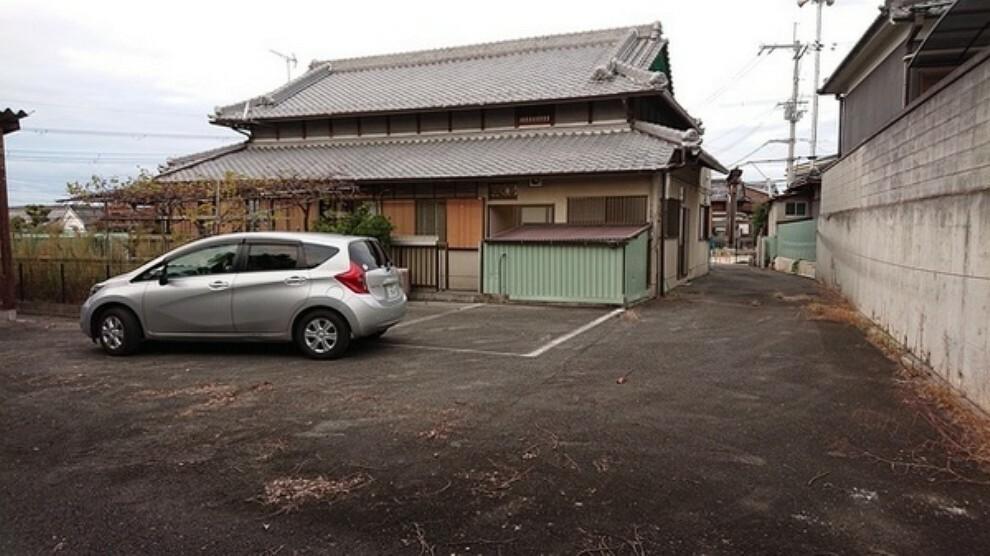 庭 カーポートまでの道路の広さもきちんと確保されているので安心して駐車可能です。