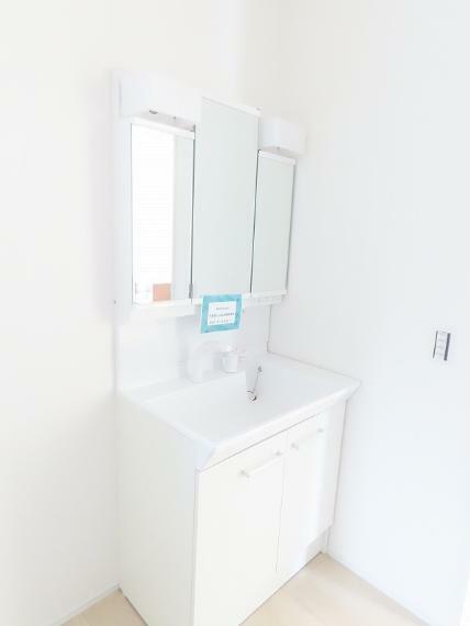 同仕様写真(内観) 明るく清潔感のある洗面化粧台