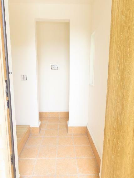 同仕様写真(内観) 玄関に土間収納があるとなにかと便利です