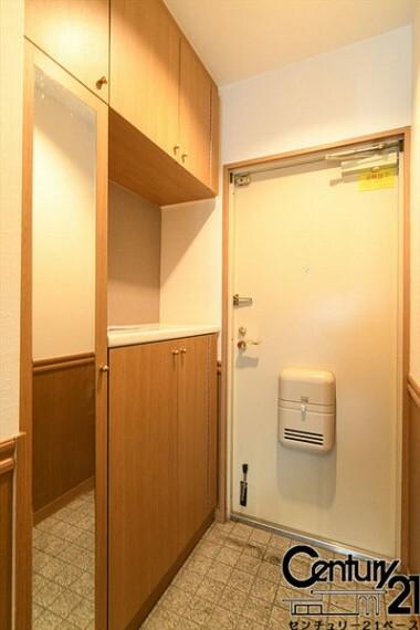 玄関 ■玄関には大容量シューズボックス完備です!■