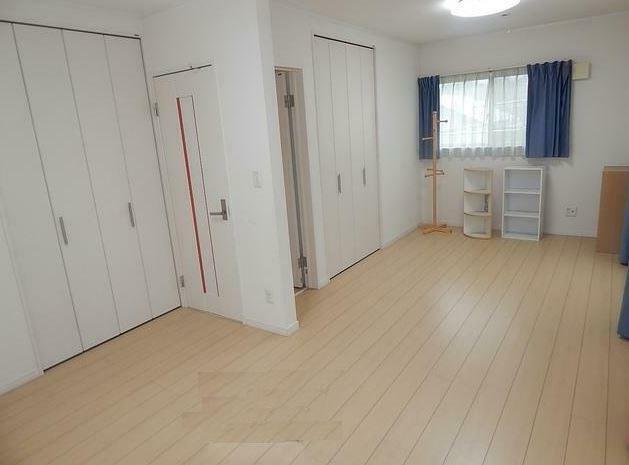 洋室 2階洋室は3部屋あります。各部屋からベランダに出れます。