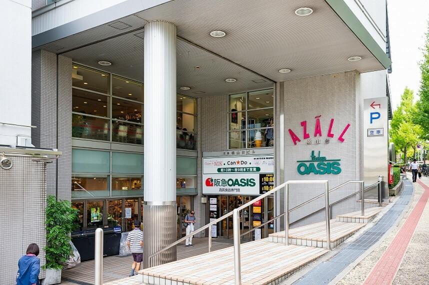 ショッピングセンター 徒歩11分(約880m)。 桃山台駅前にある商業施設。AZALL(アザール)とは、必要なもの(AからZまで)が全て(ALL)揃っている意味の造語で、生鮮食料品・雑貨・グルメ・医療施設などがございます。