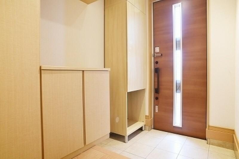 玄関 採光の採れる玄関ドア