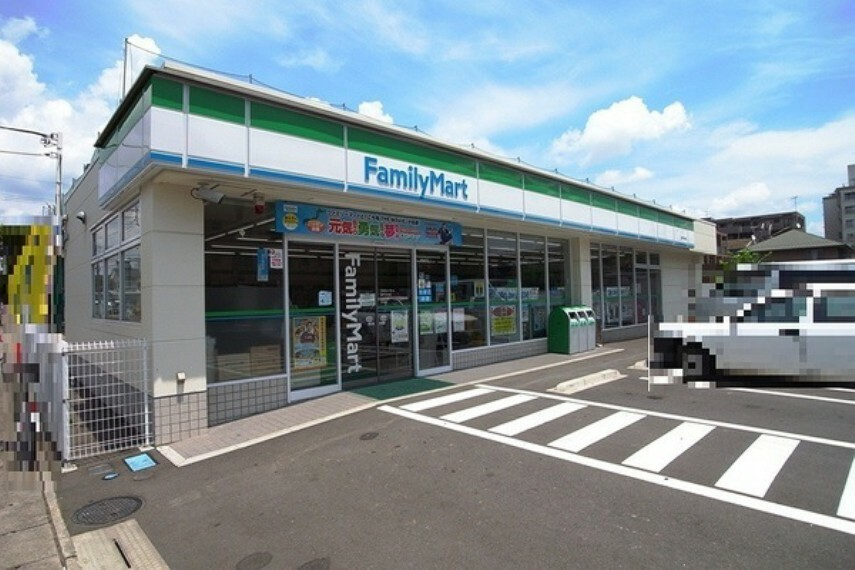 コンビニ ファミリーマート登戸中央店 急なお買い物に大助かりのコンビニ。冷凍食品などのPB商品も充実しているので毎日の献立にも役立ちます。