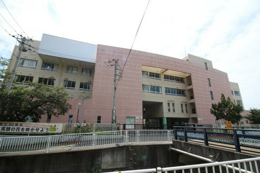 小学校 川崎市立東生田小学校 創立昭和41年。教育目標 明るい子、伸びる子、たくましい子、やさしい子。人とのかかわりを通して、ともに学んでいく子をめざした学校づくりを行っております。