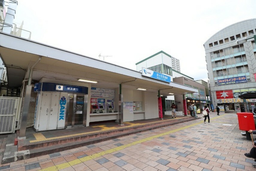 向ヶ丘遊園駅(小田急 小田原線) 北口地域には23階建て高層マンションがありマンションの1階には東急ストアが進出し、北口地域では最大の商業施設です。