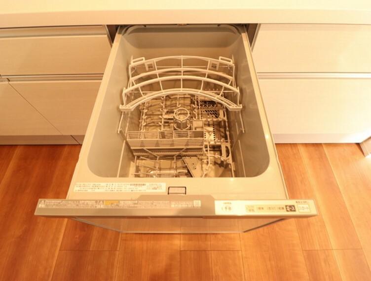 キッチン 食器洗乾燥機付で忙しい奥様をサポートいたします。