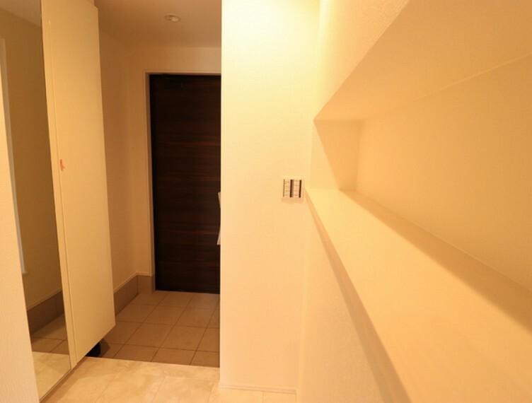 玄関 サンダルからブーツまで収納力豊かな下足入付。玄関周りがすっきり片付きます。