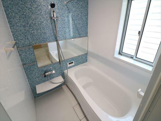 浴室 オートルーバー暖房換気乾燥機付バスルーム。