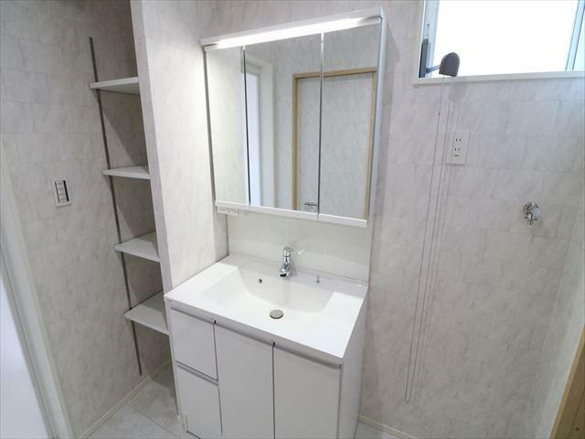 洗面化粧台 大型洗面化粧台が標準装備。