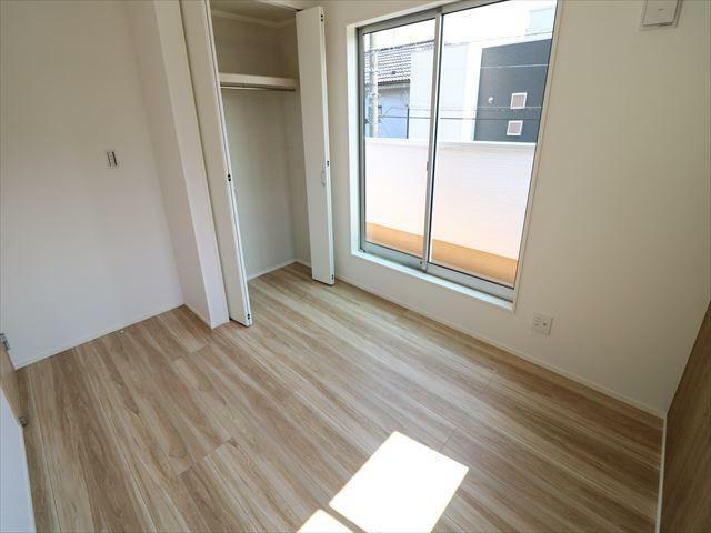 洋室 全ての窓にLow-E複層ガラスを採用。