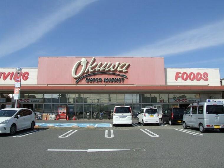 スーパー 徒歩15分(約1200m)。食料品や日用品を取り扱っているスーパーです。9時~22時まで営業しています。ホームページではチラシが公開されており、お買い得商品をチェックできます。