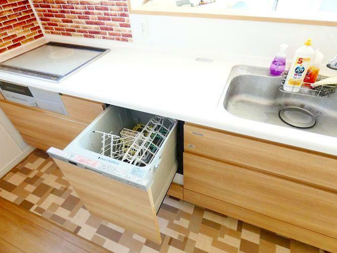 キッチン 食器洗浄乾燥機付きです。