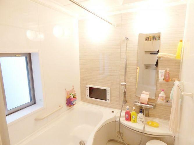 浴室 ユニットバス。浴室換気乾燥暖房機付き。浴室TVがあります。