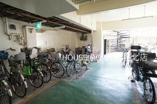 ■屋根付きの駐輪スペース! ■屋根がついているので、大切な自転車も雨に濡れにくいので安心ですね! ■こちらの物件が気になる方はお気に入り登録も忘れずに!
