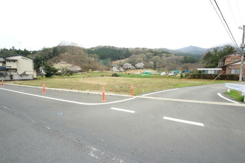 現況写真 東側は9~12mの県道に面しています