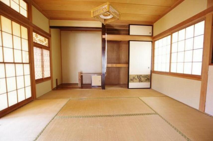和室続間のうち西側の和室です