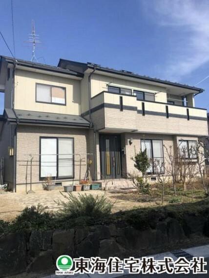 外観写真 あたたかみのあるブラウンの外観が特徴の4SLDK住宅。