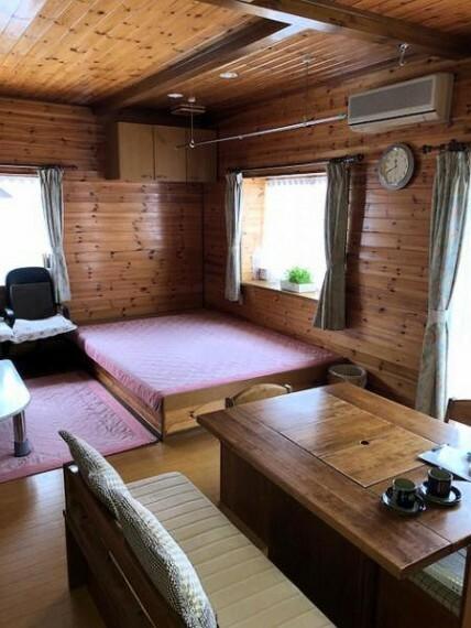 居間・リビング 木の風合いが美しいナチュラルなリビングダイニングスペースは、ご家族みんなでくつろげる憩いの空間です。