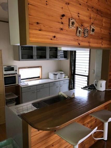 キッチン インテリア性に優れたおしゃれなカウンター式のシステムキッチン。
