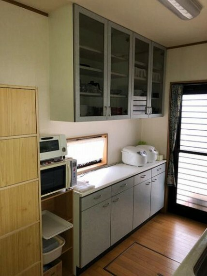 キッチン 食器類やキッチン用品を大小問わず収納できるので出し入れもとてもスムーズです。