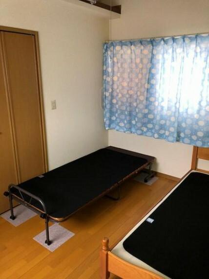 白基調とした洋室はどんなインテリアを置いても映えるので、自分好みのこだわりのお部屋が作れます。