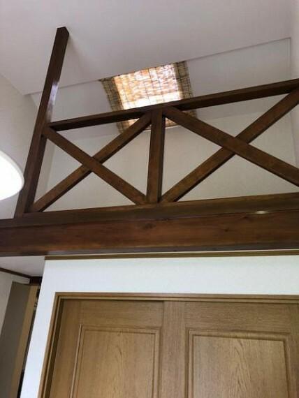 ロフトは寝室としても収納スペースとしてもお使いいただける便利なスペース。窓もついてるので明るい空間です。