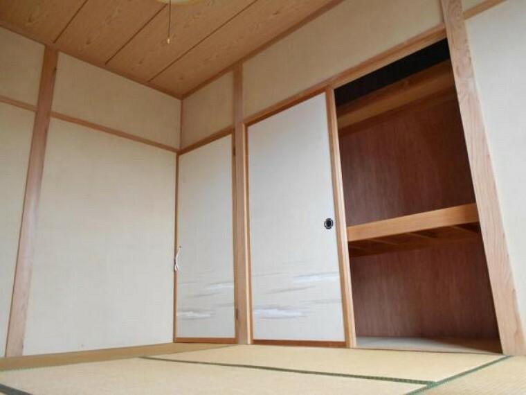 和室 2階全和室に収納スペースあり。