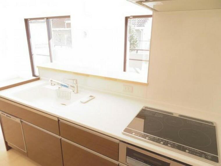 キッチン 対面式キッチンで会話を楽しみながらお料理できます