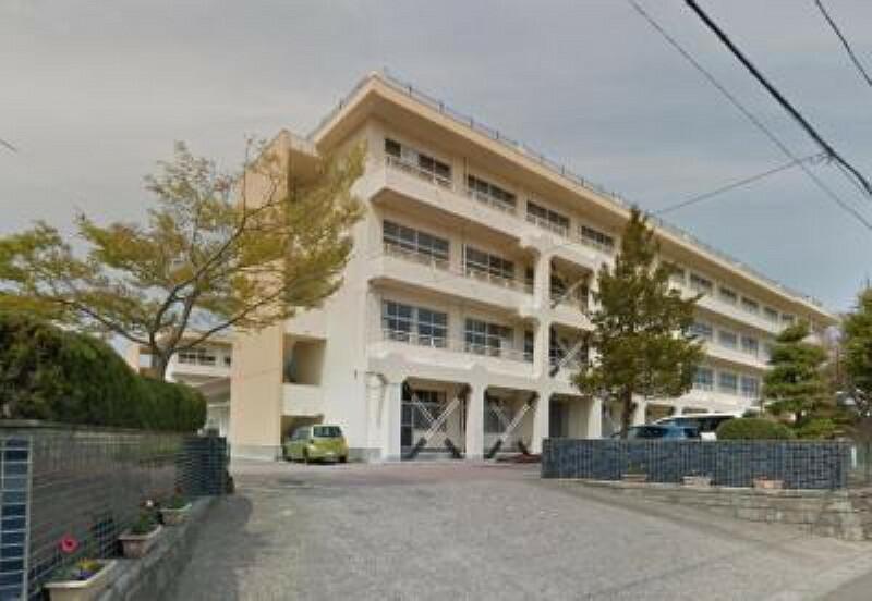 中学校 塩竃市立第二中学校まで徒歩12分(947m)