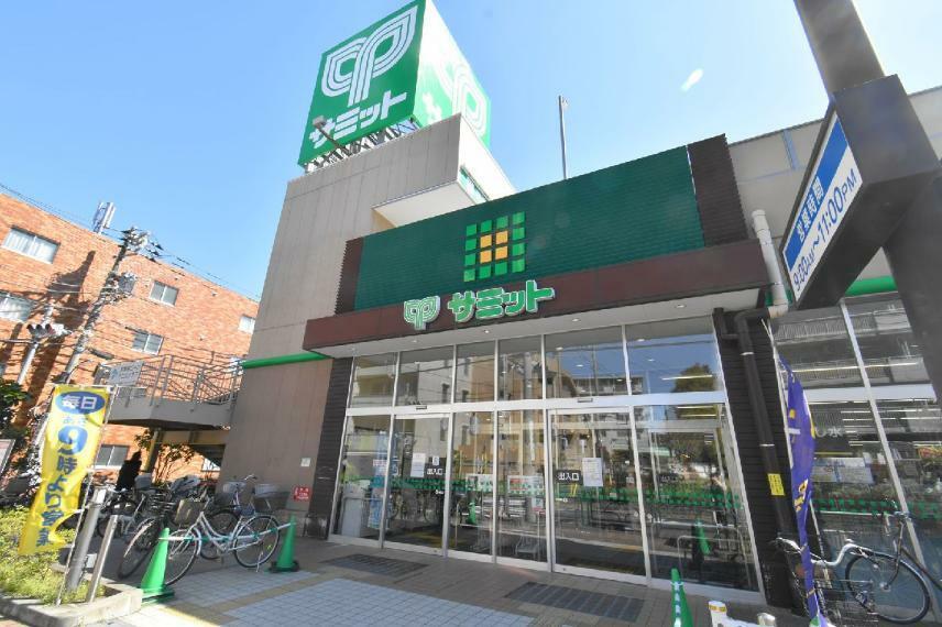 スーパー 【サミットストア石神井公園店】59台分の広い駐車場が完備されているので、車でのお買い物にも便利です。営業時間9:30~23:00(2階は21:00まで)