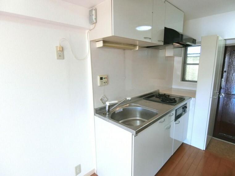 キッチン 調理器具やお鍋なども収納できますので、キッチン回りがスッキリと片付きそうですね。