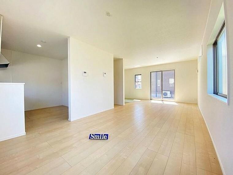 現況外観写真 LDK19.5帖と隣接した3帖の畳コーナーを合わせてゆったりとした空間で家族団欒の時間をおすごしください!