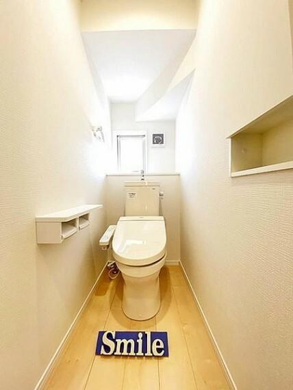 トイレ 1日に何回も使う場所だからこそ、汚れがつきにくく掃除のしやすいトイレだと助かりますね。いつでもきれいで快適