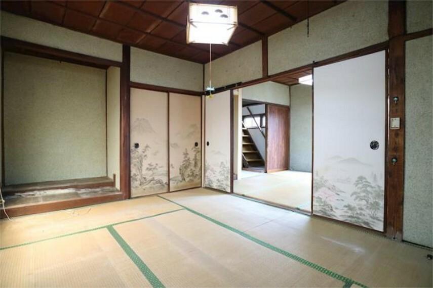 床の間と押し入れのある1F6帖和室。