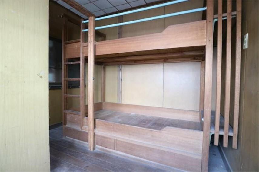 1F洋室5.13帖。2段ベッドのあるお部屋です。