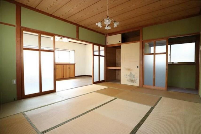 広さのある2F10帖和室。