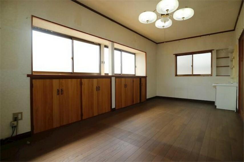 2F洋室9帖はお掃除しやすいフローリングのお部屋です。
