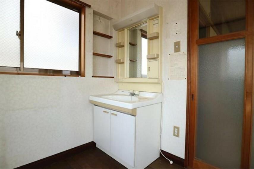 洗面化粧台 2F洋室。洗面所。