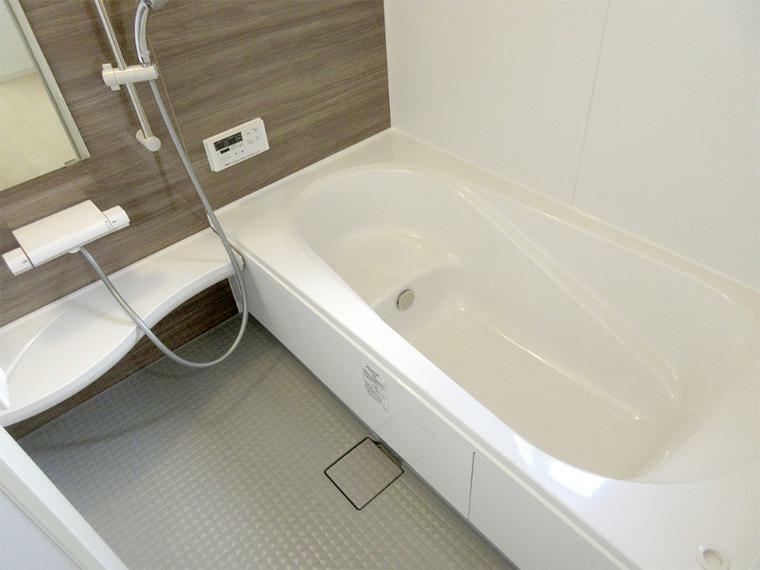浴室 (同社施工例)浴室乾燥機があるので雨の日のお洗濯も安心です