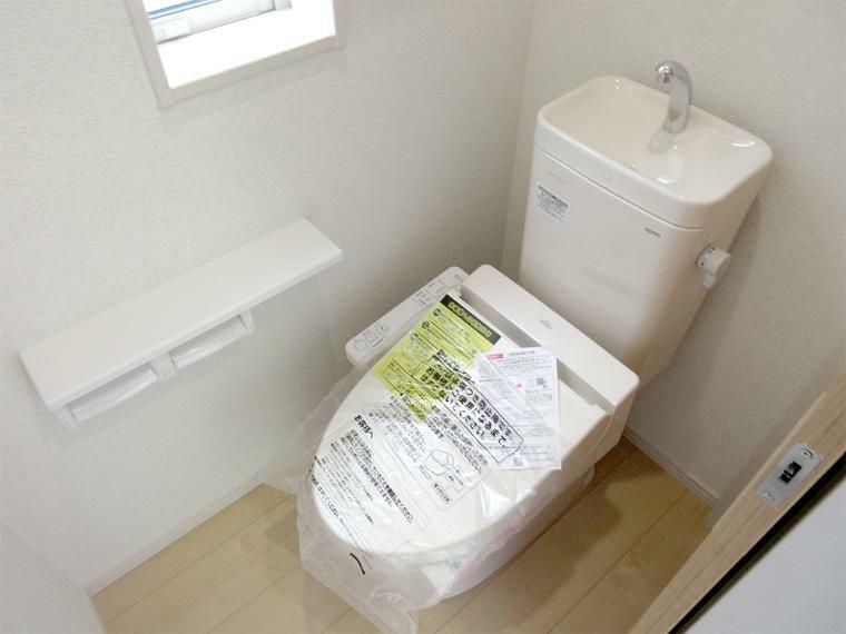トイレ (同社施工例)1階2階シャワートイレ有り