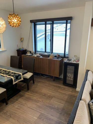 居間・リビング おしゃれなデザイナーズハウス。落ち着いた内装なので、家具などをコーディネートしやすいです。