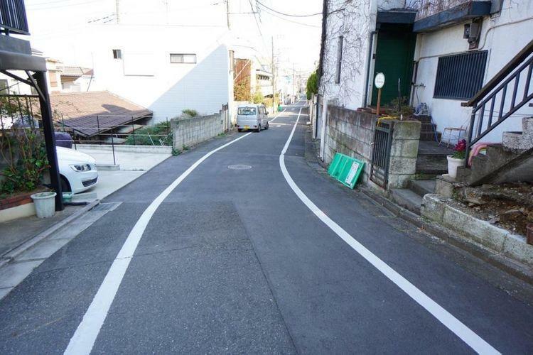 現況写真 前面道路も約5.2mと広々しております。車の運転が苦手な方も安心ですね。