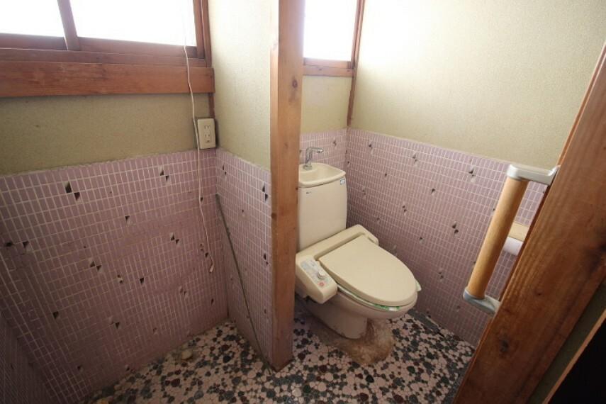 トイレ 母屋トイレ タイル張りのトイレです。段差が少ないため家族にも優しいですね。