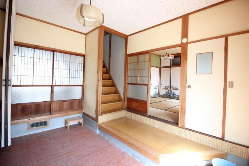 玄関 離れ玄関 ゆったり広々としたゆとりある玄関です。 洋室へは直接行き来が可能です。