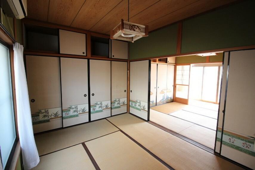 和室 離れ1F和室 6畳の和室が二間続きになっています。 各居室には押入れが付いています。