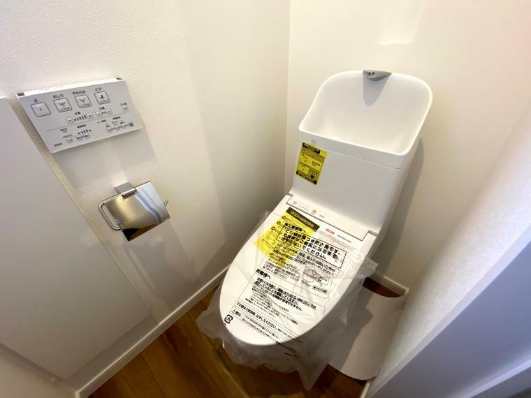 トイレ シャワー付きトイレ 手元で操作できるのでお子様でもカンタンですね