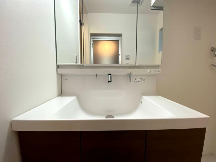 洗面化粧台 洗面台シンクは広くて使いやすいですね