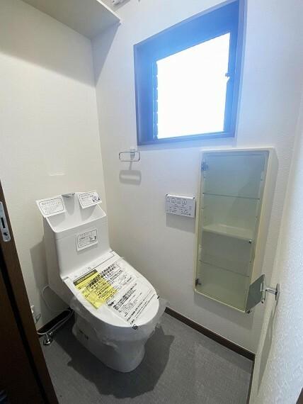 トイレ ■トイレ■ シャワー機能付トイレでいつも快適。1Fと2F、2か所にあり、忙しい朝も安心です!
